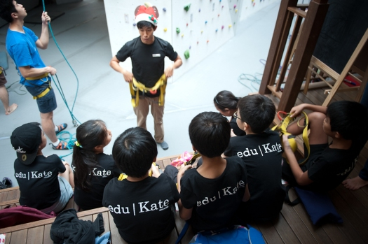 eduKate PSLE Studetns getting Instruction on safety and equipment during social team building 2014 Holistic programme